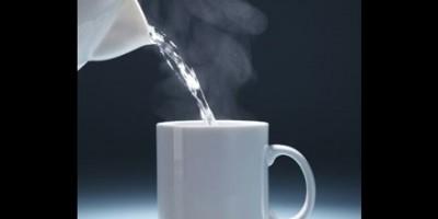 Uống nước ấm: Hành động nhỏ  tác dụng lớn