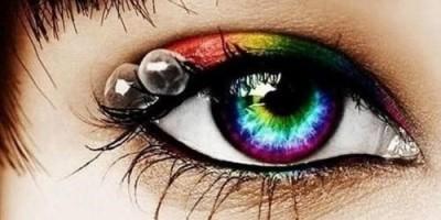 Đeo kính áp tròng: Mắt long lanh hóa mù lòa vì ký sinh trùng